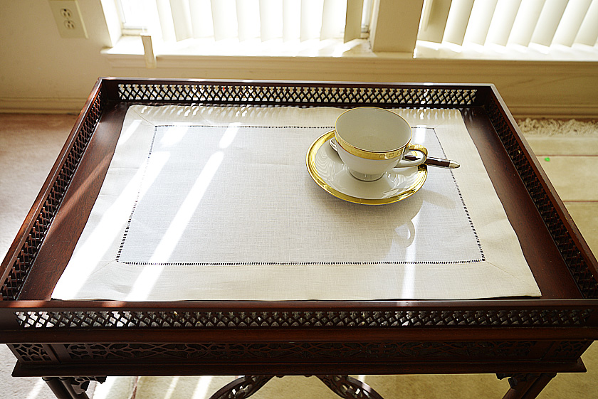 Winter White colored trimmed placemat