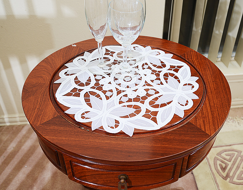 Round Placemat Crystal Lace