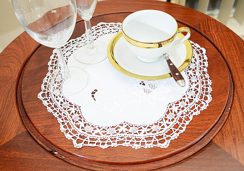 Round Placemat Cluny Lace